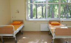 Video: Kādos gadījumos Latvijā pacientus drīkst piesiet pie gultas?