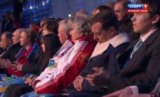 Video: Medvedevs aizmidzis olimpiādes atklāšanas laikā