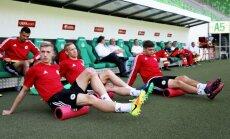 Foto: Latvijas futbola izlase iemēģina stadionu Budapeštā