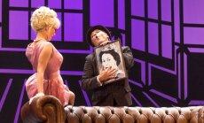 Foto: Nacionālajā teātrī pirmizrādi piedzīvo 'Divu kungu kalps'