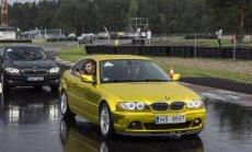 Foto: Biķerniekos uz Ginesa rekorda uzstādīšanu pulcējas BMW automobiļi