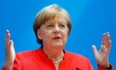 Čehija un Ungārija noliedz vienošanos ar Merkeli par migrantu atpakaļuzņemšanu
