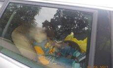 Dzirciemā māte atstāj gadu vecu bērnu ieslēgtu automašīnā