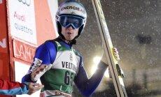 Austrijas tramplīnlēcējs Haibeks uzvar trešajās Pasaules kausa sacensībās pēc kārtas