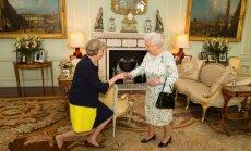 Meja stājas Lielbritānijas premjerministra amatā