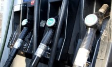 Pēc eiro ieviešanas sagaidāmas biežākas degvielas cenu svārstības