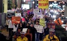 Митинг против Трампа. На улицу вышли мэр города и звезды шоу-бизнеса