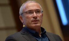 Atjauno krimināllietu par Krievijas mēra slepkavību, kurā atkārtoti tur aizdomās Hodorkovski