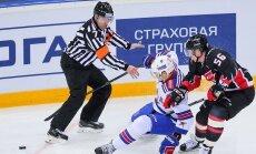 Pirmais Ziemeļamerikas tiesnesis KHL. Par hokeja atšķirībām un kolēģu jokiem
