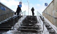Ceturtdien gaidāms slapjš sniegs, veidosies apledojums