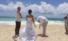 Video: Līgavainim kāzu ceremonijā gadās ļoti nelāga šmuce