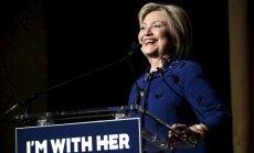 Клинтон вышла к журналистам после недомогания
