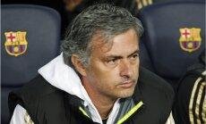 Puse Madrides 'Real' komandas vēlas Mourinju aiziešanu