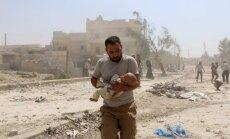 Dramatiski foto: Gaisa uzlidojumā Alepo bojā gājuši 15 cilvēki