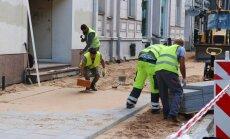Sociālajos tīklos ceļ traci par notekūdens cauruļu izbūvi Elizabetes ielā