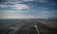 Baltkrievijas helikopters izlidojis uz Valdgales ugunsgrēka vietu; papildu palīdzību nevajag