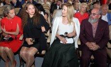 Jeļena Ostapenko Jūrmalā valdzina elegantā tēlā