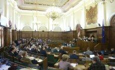 """Сейм решил оставить Судрабу в парламентской комиссии по расследованию """"дела олигархов"""""""