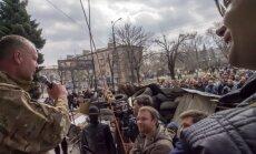 Luhanskā separātisti pastiprina barikādes un uzslējuši telšu pilsētiņu