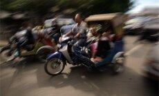 Indonēzijā uzbrucējs bērnus apmētā ar 'Molotova kokteiļiem'
