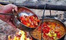 10 uz ugunskura vārāmas zupas, kas palīdzēs atgūt spēkus pēc līgošanas
