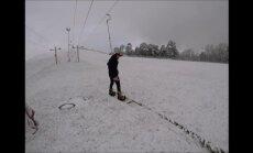 Video: Maija sniegs un snovbords Ventspils piedzīvojumu parkā