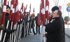 Vēsturnieki: jāsekmē bijušo karavīru un sabiedrības 'vēsturiskā samierināšanās'