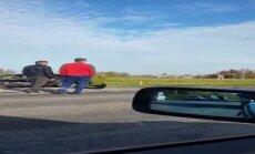 Video: divu automašīnu avārija uz Ventspils šosejas