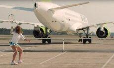 ВИДЕО: Остапенко играет в теннис с самолетом в новой рекламе airBaltic