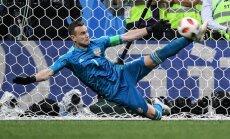 ФОТО: Про ногу Акинфеева после матча с Испанией пишут стихи и делают мемы