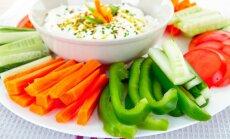 10 vienkāršas mērces dārzeņu salmiņu, čipsu un kartupelīšu gardākai nokraukšķināšanai