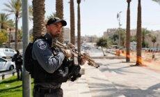Trīs palestīnieši Jeruzalemē nošauj divus policistus