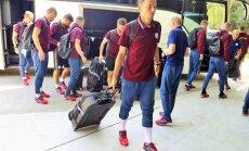 Foto: Latvijas futbola izlase ieradusies Budapeštā revanšēties Ungārijai