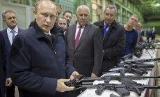 Lai noturētos pie varas, Putins var 'izspēlēt pat kodolkārti', brīdina korupcijas atmaskotājs
