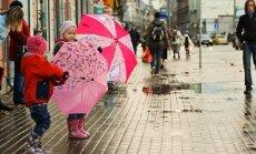 Latvijai tuvojas plaša nokrišņu zona; Vidzemē stipri snigs