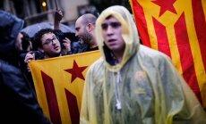 Vairums katalāņu neuzskata referendumu par tiesisku pamatu neatkarībai, liecina aptauja