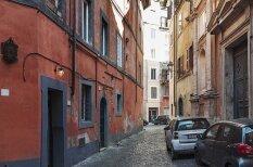 Kā dzīvot septiņu kvadrātmetru dzīvoklī? Romā viss ir iespējams!