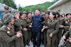 Kā Korejas sievietes pielūdz nācijas vadoni Kimu Čenunu