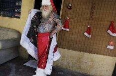 Ziemassvētku vecītis, kurš slēpj tetovējumus