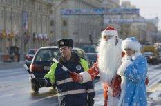 Чем занимаются Деды Морозы разных стран (в свободное от раздачи подарков время)