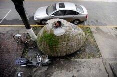 Ķīnietis, nevarot atrast dzīvesvietu, uzbūvē sev portatīvu mitekli
