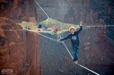 Teju šūpuļtīkls 120 metru augstumā virs kanjona
