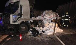 Igaunijā autobusa un kravas auto sadursmē iet bojā šoferis no Latvijas