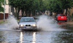 Plūdi Ventspilī – vienam problēmas, citam prieki (video)