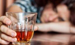 Болдерая: ночью женщина отправилась в бар с малолетней дочерью и напилась