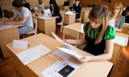 9. klases skolniece matemātikas eksāmena dēļ raud; eksperti – tam nevajadzētu kļūt vienkāršākam