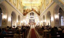 Gaidot Latvijas simtgadi, baznīcu draudzes vienojas akcijā #GaismaLatvijai