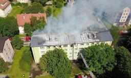 Foto: Tallinā pēc gāzes sprādziena deg daudzdzīvokļu māja