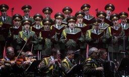 """""""Поющий батальон"""" на марше. Как ансамбль Александрова принимают в странах Балтии, Европе и США"""