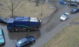 """Житель Плявниеков: """"Огромный мусоровоз заезжает во двор по газону, а RNP лишь разводит руками"""""""
